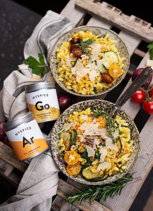 Nudel-Bowl mit Gemüse & Linsen